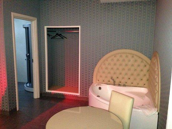 Hotel Masaniello Luxury: idromassaggio