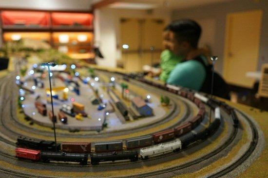 San Diego Model Railroad Museum : 子供連れも多い