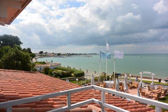 Hotel Le Richelieu : vue du balcon vers le port