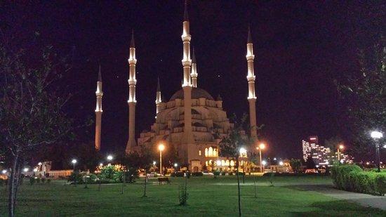 Hotel Bosnali: moschea di fronte all'hotel