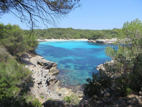 Cala Turqueta : la spiaggia da lontano