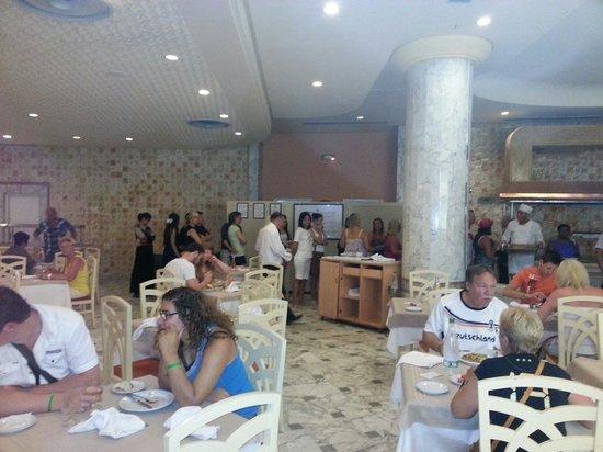 Tej Marhaba Hotel : Schlange am Buffet
