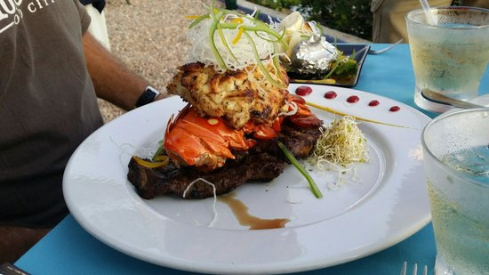 Casa de los Suenos: Surf and turf!