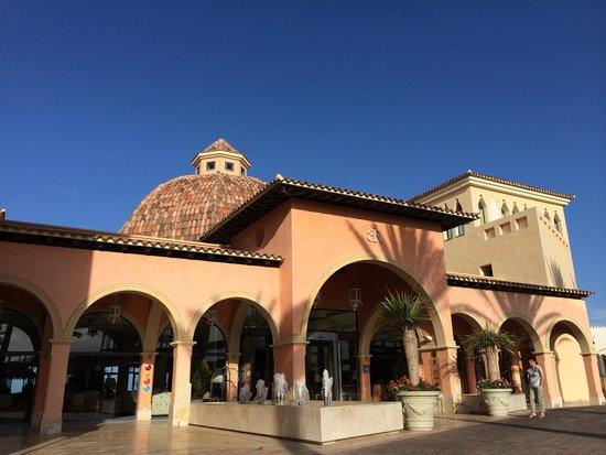 Gran Hotel Atlantis Bahia Real: Hotel Eingang