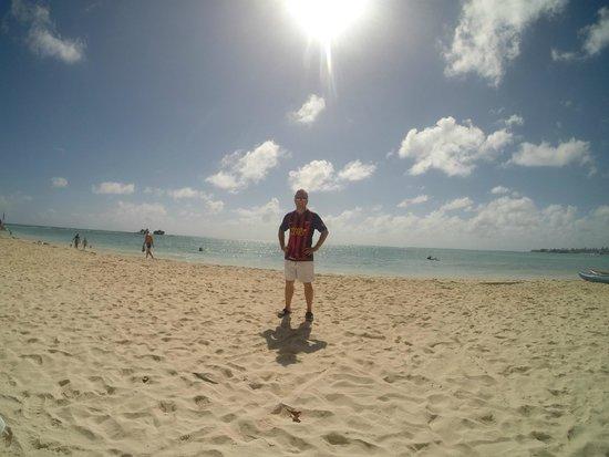 Cocoplum Beach Hotel : Playa