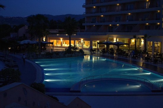 Club Valtur Portorosa: Der Pool am Abend