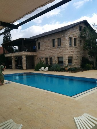 Yuval, อิสราเอล: The main house and pool area