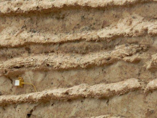 Great Wall of Han Dynasty: 見事に層になっています