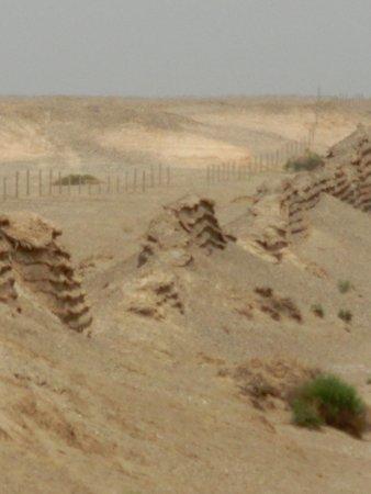 Great Wall of Han Dynasty: 崩れています