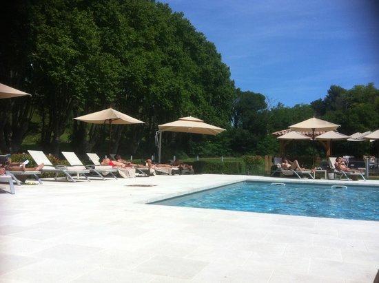 Moulin de Vernègues - Châteaux Hôtels Collections : La piscine