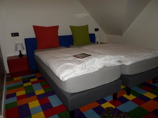 FunKey Hotel : Beautiful colors in the room, big beds, big room, windows.