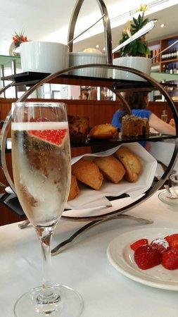 Ambassadors Bloomsbury: Strawberry Champagne Afternoon Tea