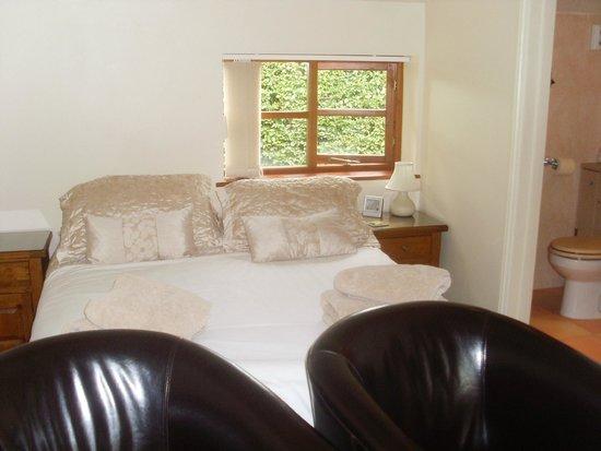 Deerhurst Walton, UK: sleeping area of bedroom