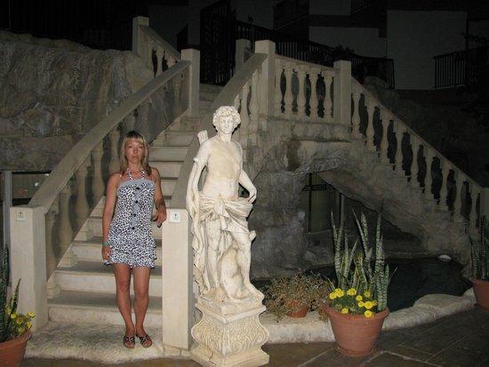 Avlida Hotel: возле бассейна