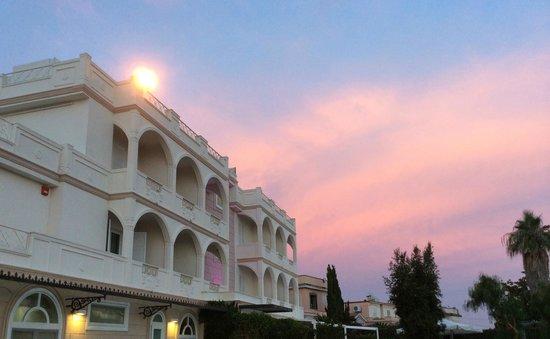 Il Gabbiano Hotel: the hotel at sunset