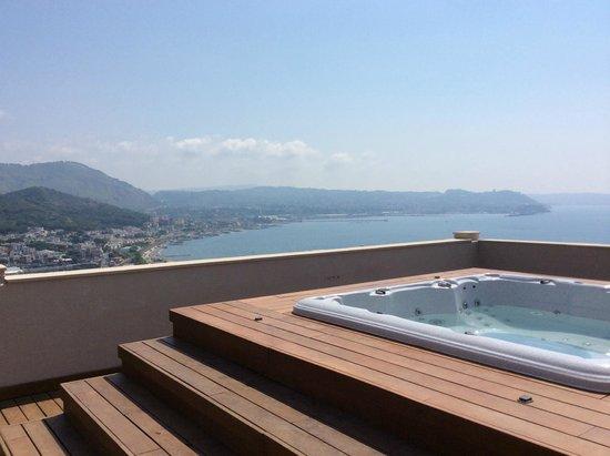 Il Gabbiano Hotel: the hot tub decking area view