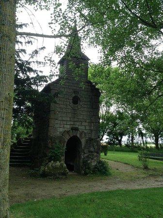 Hostellerie de la Quenoeuille : The beautiful chapel hidden in the grounds