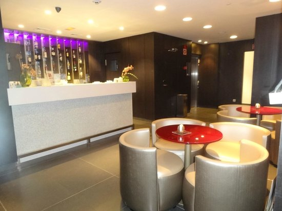 Hotel Eurostars Plaza Mayor: bar en el lobby