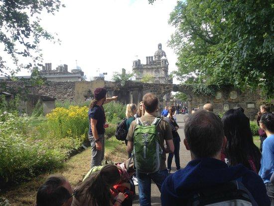 SANDEMANs NEW Europe - Edinburgh : Greyfriars Graveyard + Billy in action