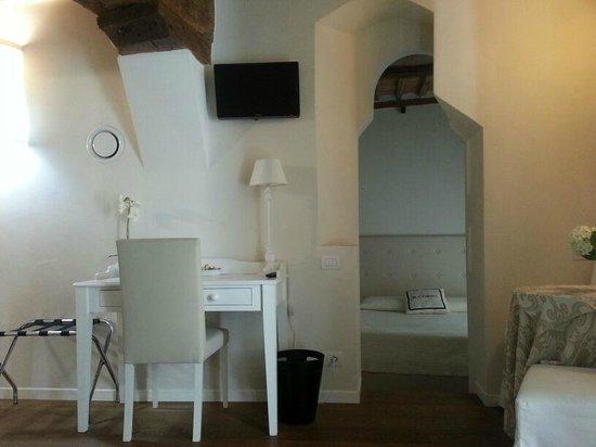 B&B Il Corso : Kamer met balkon en separate slaapkamer