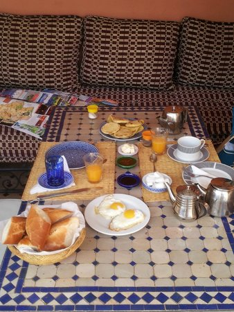 Riad Balkisse : Breakfast in the terrace