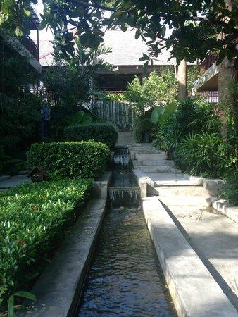 Baan Haad Ngam Boutique Resort & Villas : Водопады во дворе отеля