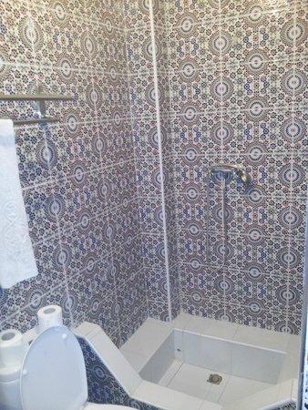 Riad Balkisse : Bathroom : beautiful design and keeps fresh