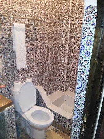 Riad Balkisse : bathroom