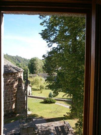 Auberge de l'Allagnonette: View from hotel window