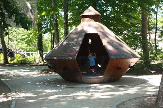 Le Clos Lucé : Tank In The DaVinci Garden