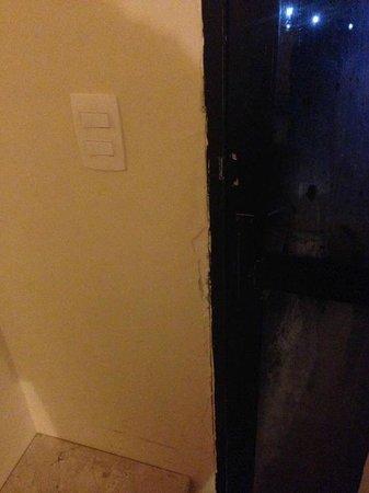 Imira Plaza Hotel: muri scrostati