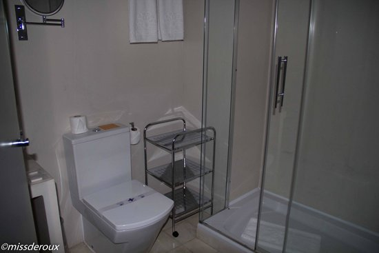 Hotel Boutique Elvira Plaza: Salle de bain