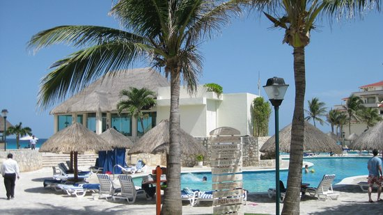 Grand Park Royal Cancun Caribe: Grand Park Royal - pool area