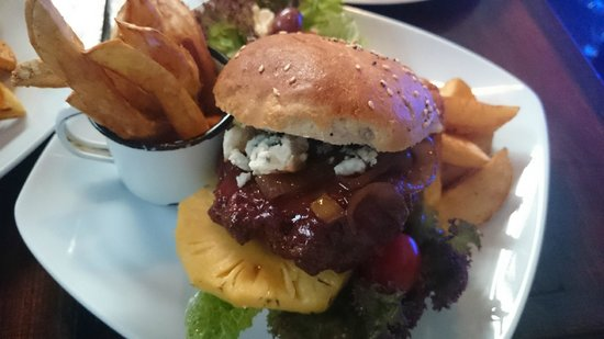 Zucchini Restaurant : Springbok and Blue Cheese Burger