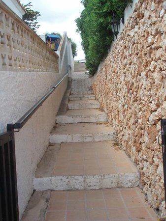 Isla Paraiso: Steps on the way to beach