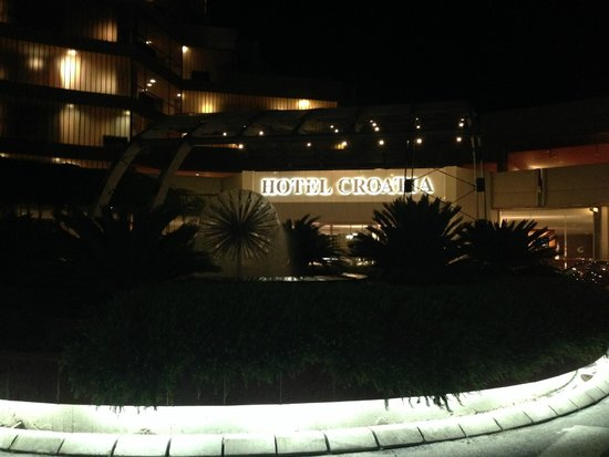 Hotel Croatia Cavtat : Outside the hotel