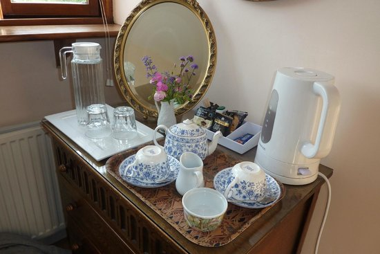 Lamberden Cottage B&B: Tea in our room in Lamberden Cottage