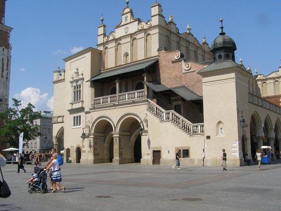 Marktplatz (Rynek Główny): End view of cloth hall