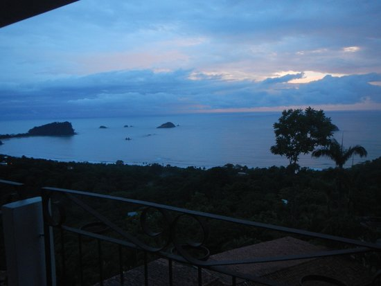 La Mariposa Hotel: View from room toward Manuel Antonio Park