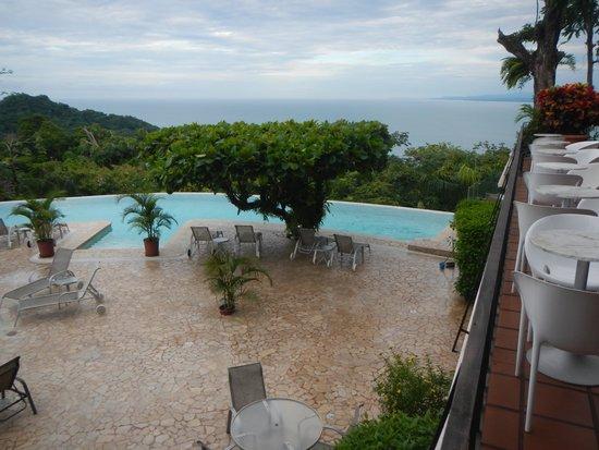 La Mariposa Hotel: Pool from main level