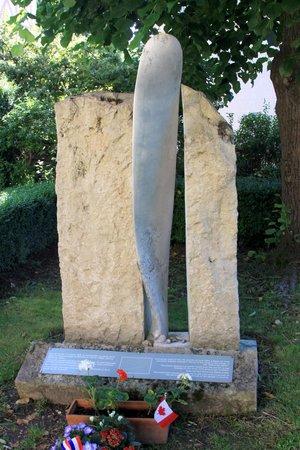 Église Sainte-Radegonde de Giverny : RAF memorial - propeller from crashed plane