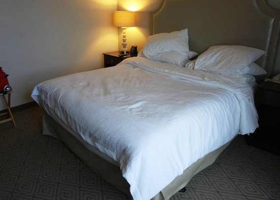 Embassy Suites by Hilton Boca Raton : Bed