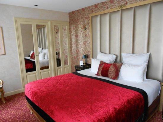 Hotel de l'Empereur : HÔTEL DE L'EMPEREUR- Nice sized room