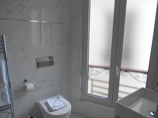 Hotel de l'Empereur : HÔTEL DE L'EMPEREUR- Modern and large bath