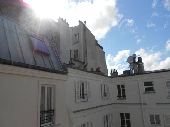 Hotel de l'Empereur : HÔTEL DE L'EMPEREUR- Quiet Room Courtyard Side