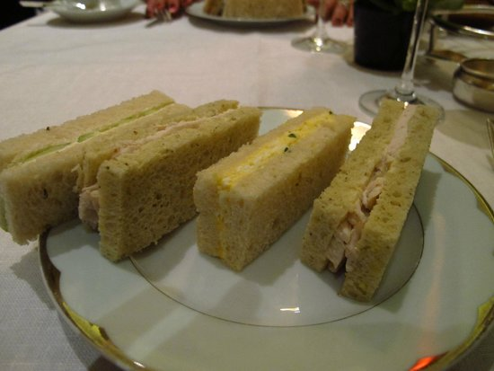 The Promenade at The Dorchester: Lovely tea sandwiches