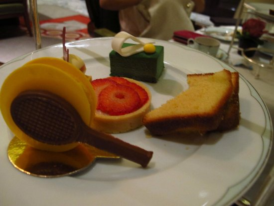 The Promenade at The Dorchester: Wimbledon inspired sweets!
