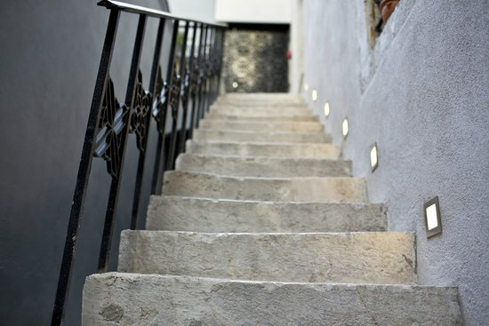 Borelli Palace Apartments: Outside stairs