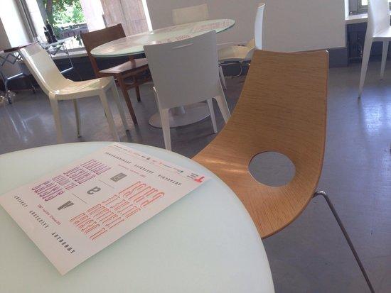Sedie design foto di triennale caff milano tripadvisor for Sedie design milano
