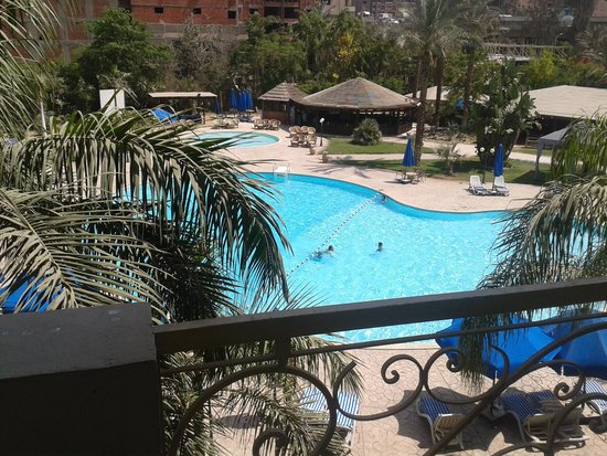 Grand Pyramids Hotel: View rfrom 2nd floor balcony